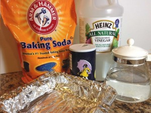 Jewelry Cleaning Solution with Baking Soda and Vinegar