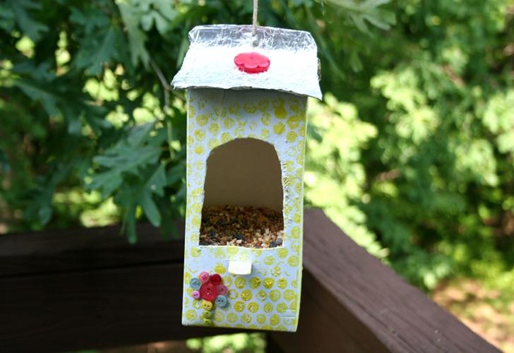 9 diy plans to make homemade bird feeders going evergreen. Black Bedroom Furniture Sets. Home Design Ideas